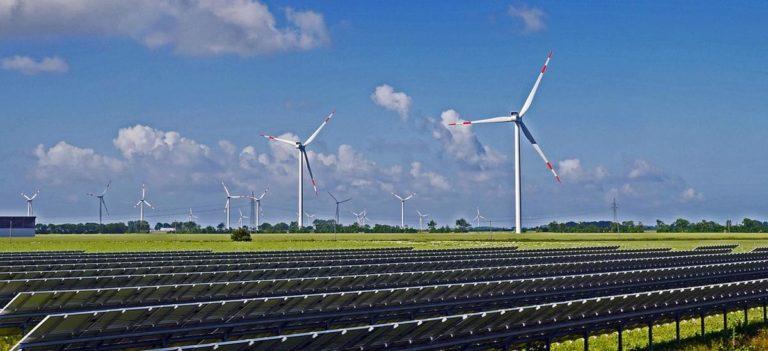 Dzięki panelom słonecznym oszczędzimy na rachunkach za energię