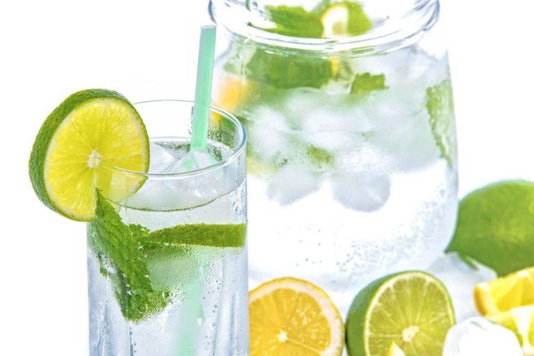Czysta woda występująca naturalnie w środowisku to ewenement.