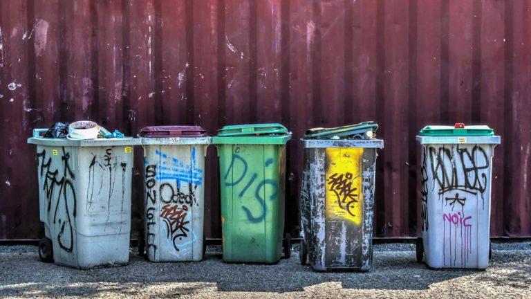 Odpowiednie pojemniki na śmieci dla osiedli ludzkich