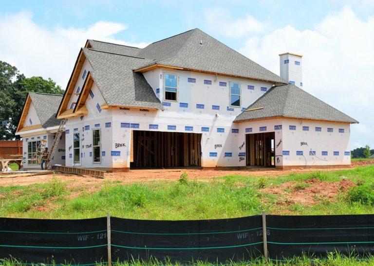 Czy nie planujecie hydroizolacji natryskowej dachu swojego domu?